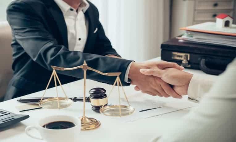 محامي شركات في دبي