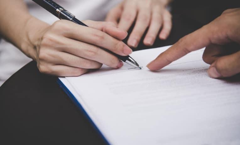 الفرق بين عقد العمل المحدد المدة وغير المحدد