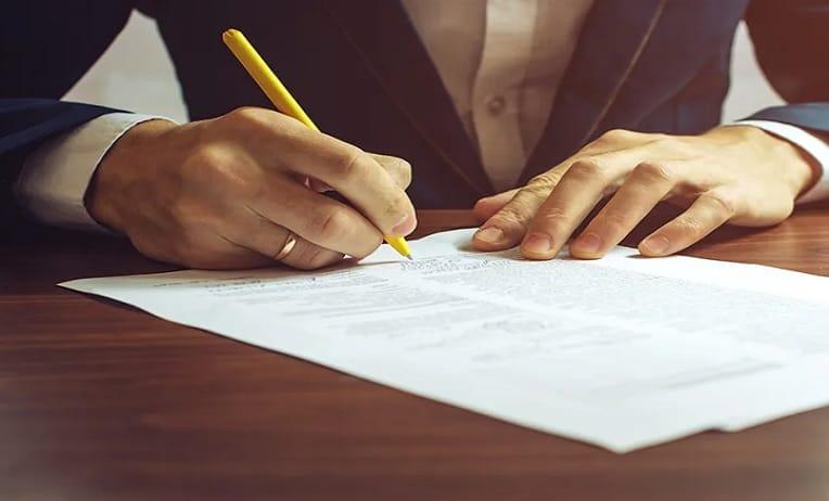 محامي صياغة عقود واتفاقيات في الإمارات