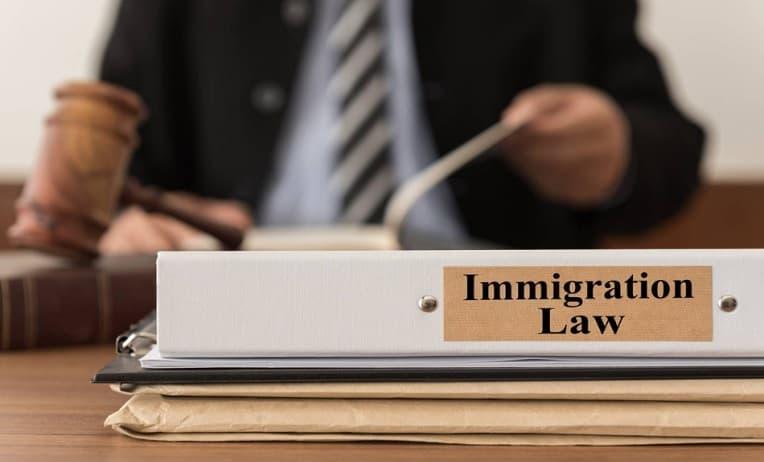 محامي هجرة في دبي
