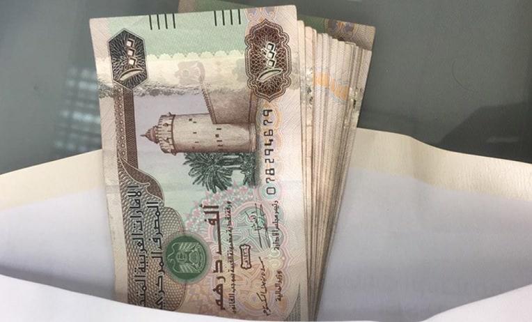 هل يحق لصاحب العمل تخفيض الرواتب في الإمارات